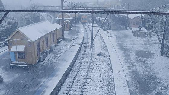#006 - Snowing Katoomba Station - June 15