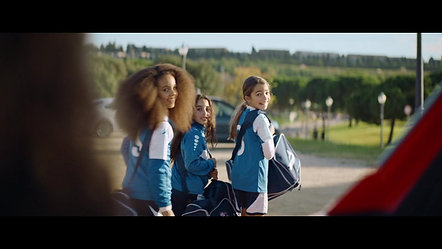 VW T-Roc Soccer Mom