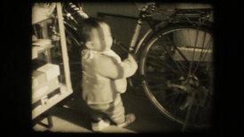 よちよち歩き|A baby waddles