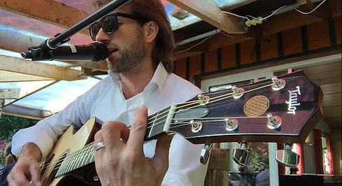 Robbie Live Gitarre-mit Brautpaar