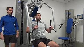 Sylvain, joueur de rugby, suit un programme de musculation spécifique pour mieux faire son sport.