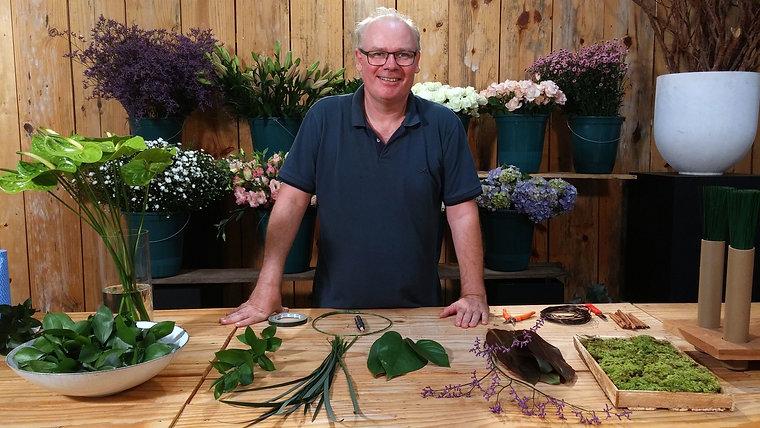 Como fazer arranjos com flores e folhagens de corte