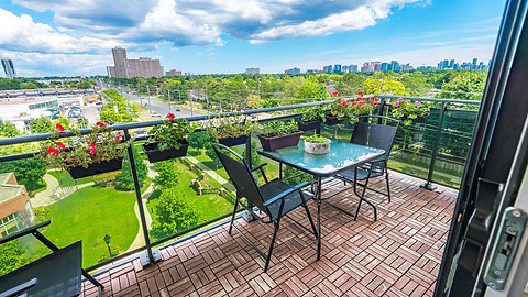 520 Steeles Ave W #705