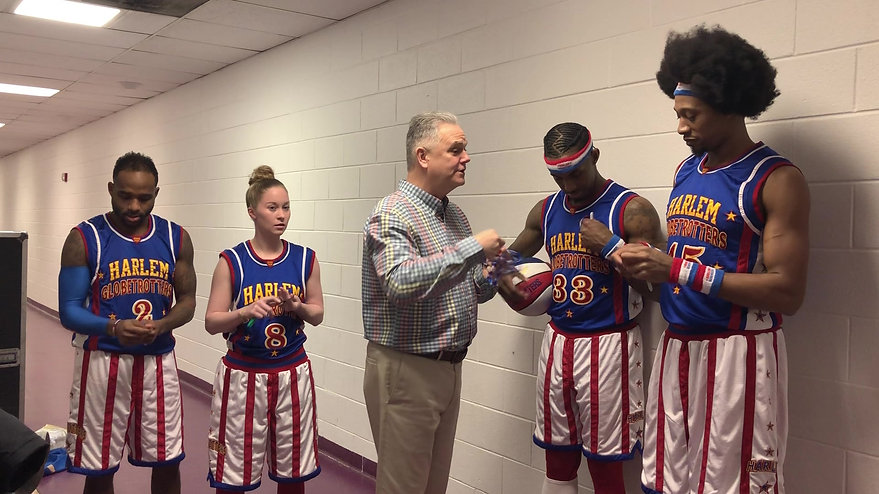 Thumbs Up with the Globetortters