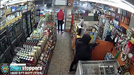 Robber armed with rifle hits nyc smoke shop, video shows