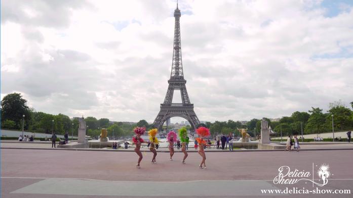 Samba perform in Paris by Delicia-Show.com