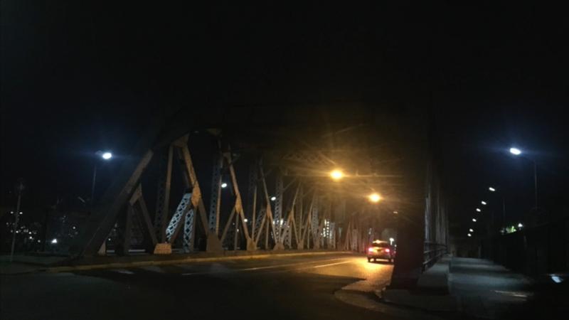 Instalación de luminarias 36W en Puente Ituzaingó, Barracas, Buenos Aires.