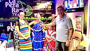 Promoviendo el baile tradicional folklórico con DANZAS MULTICULTURALES, directora Norma Ramírez y Karla y Karen