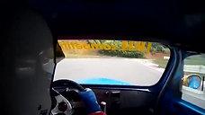 On monte à bord d'une Renault 4cv R1063
