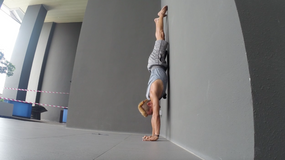 Straight Line Handstands with Fizzy