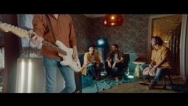 La Pegatina - Y se fue (feat. Nil Moliner) (Videoclip Oficial)