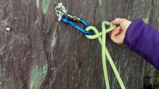 How to tie a One Handed Clovehitch