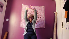 YOGA thérapie POIGNETS Marie-Christine. Retrouvez toutes mes vidéos sur yogatherapie-latrame.com