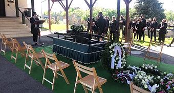 néhai Petz Erika temetésének közvetítése