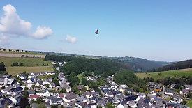 Ein Adler aus nächster nähe keine 30 Meter Luftlinie von unserem Hotel entfernt.