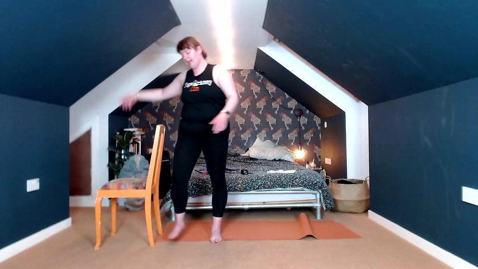 Yoga Orkney Online - Full Body Barre - Let's Do Lunge