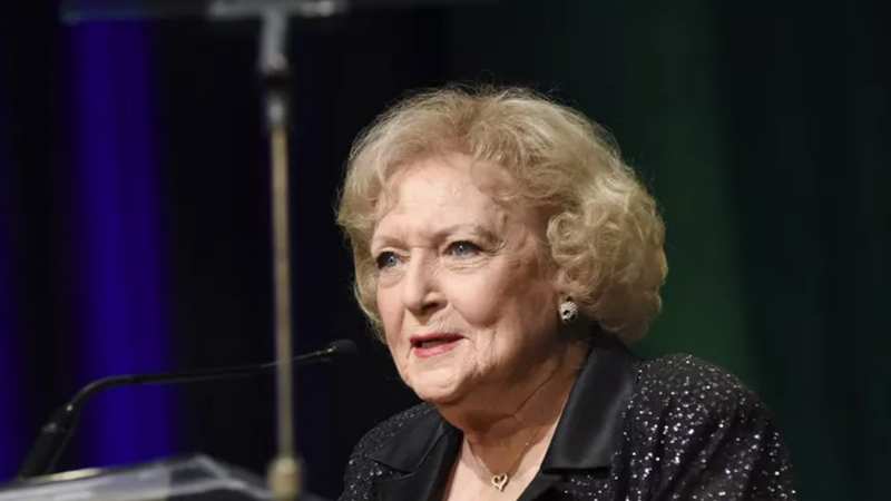 Betty White Presenting at the 2015 Heller Awards