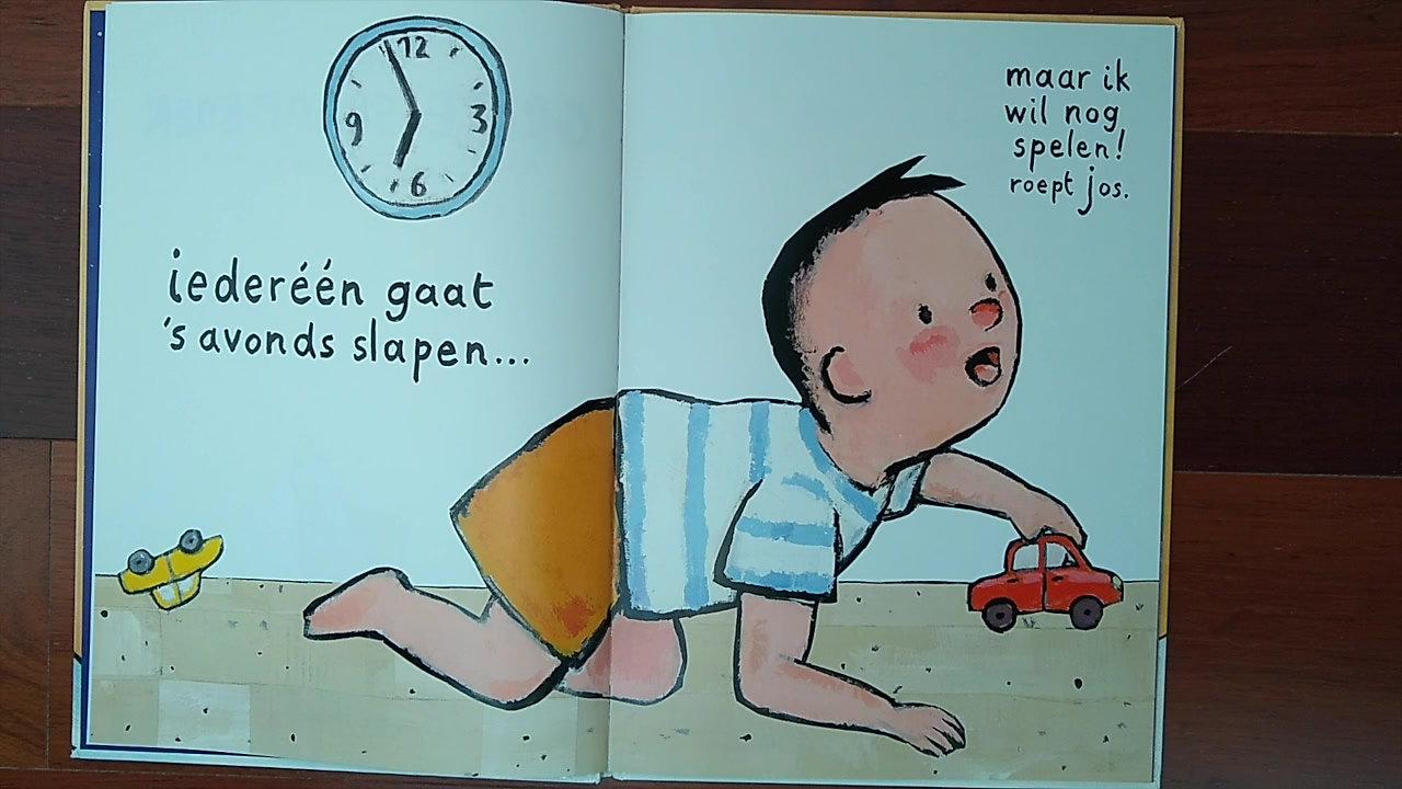 """Juf Roosje leest voor """" het grote slaap - boek"""" geschreven door Guido van Genechten"""
