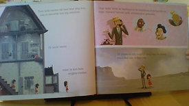"""Jonna leest voor """" de zee zag het"""" geschreven door Tom Percival."""