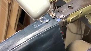 鞄の取り出し口周りの革へり巻き