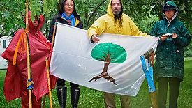 Accueil à Québec, de La Mission de Paix sur le Fleuve Saint-Laurent 2016 - Drapeau de La Famille