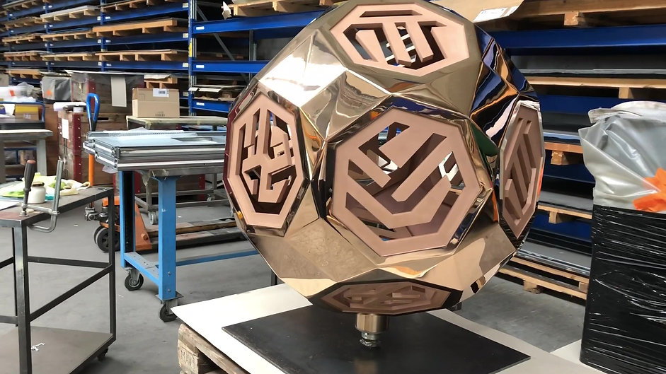 Globe Bronzeskulptur