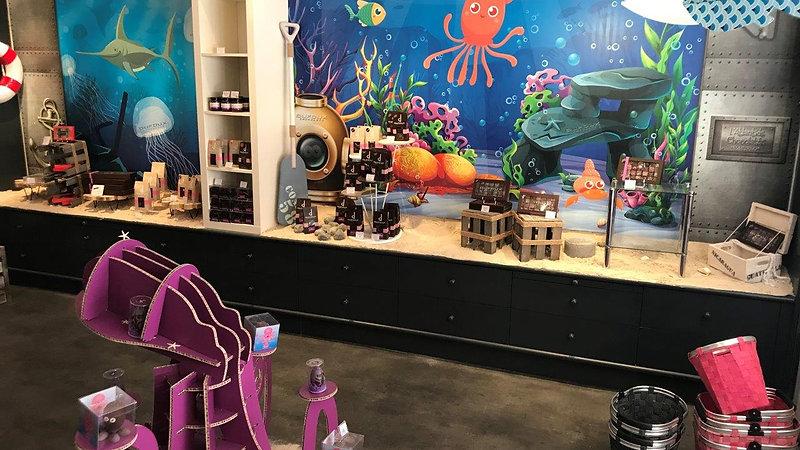 Décoration intérieure de la boutique Dufoux chocolat à Paray-Le-Monial