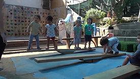 חצר פעילה - פעילות ומשחק חופשי בחצר