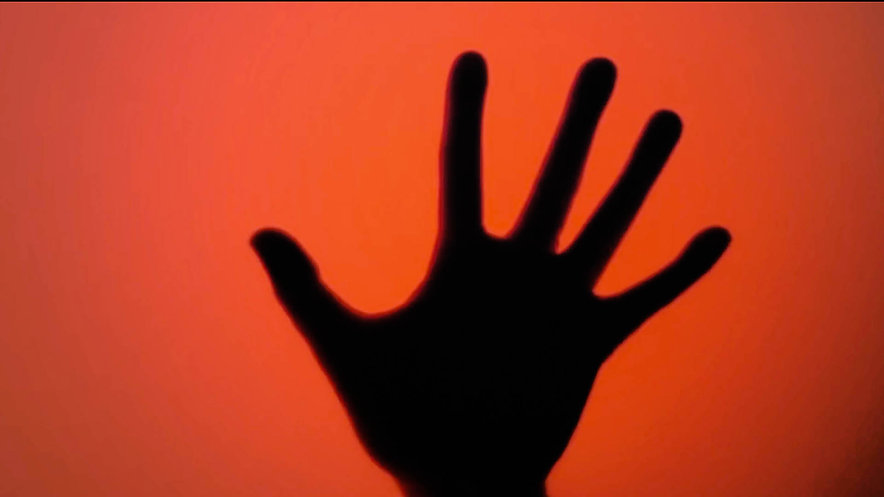 Une main invisible