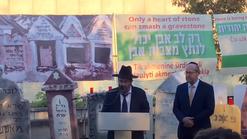 Rabbi M. Fima, Chief Rabbi of Pinsk, Belarus protests desecration