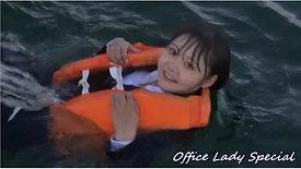 リクルートスーツで水難訓練