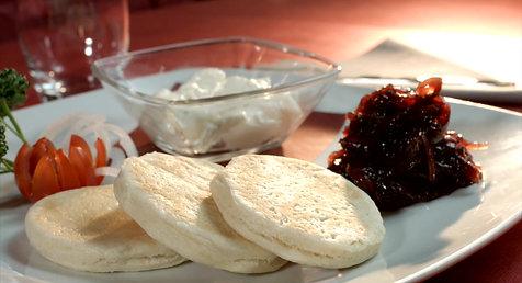 0 - Squacquerone con Cipolle caramellate e Tigelle