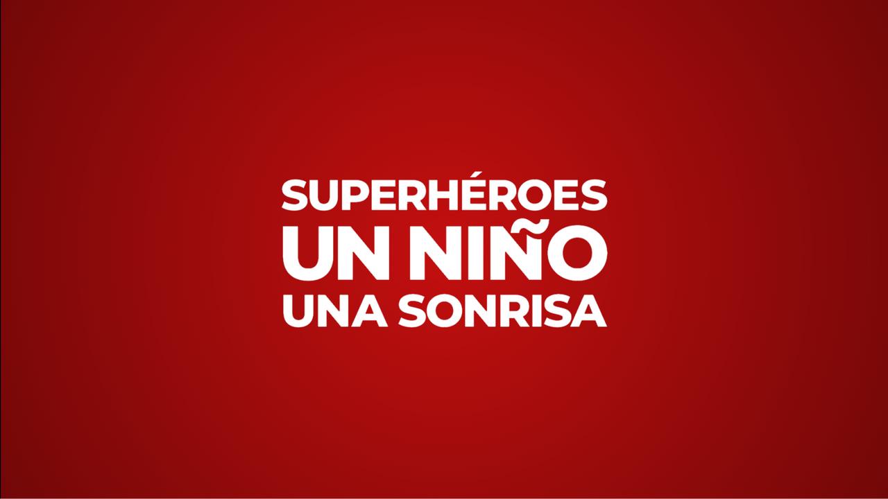 Superhéroes un Niño una Sonrisa