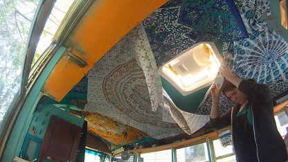 BUSPT47 FINISH TAPESTRIES & DETAIL FRONT OF BUS