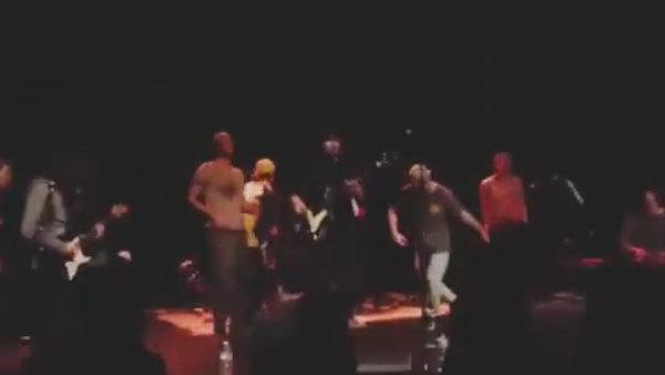Solo - Tours 2017 avec des gens bourrés sur scène