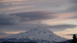 Mt Hood Lenticular timelapse