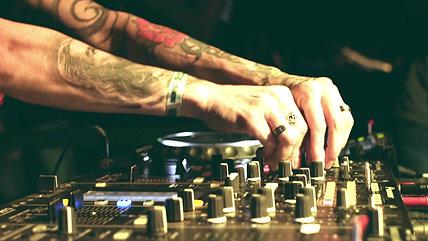 DJ Cacá Werneck - The Week Rio