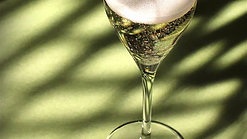Noughty Alcohol Free Organic Sparkling Wine Cinemagraph