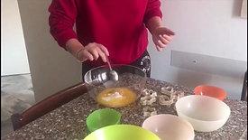 Carlotta, della sezione 3 anni, fa biscotti per noi! - Carlotta, from the 3 year old classroom, makes cookies for us!