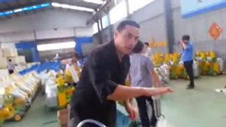 Ordeñadora en fàbrica