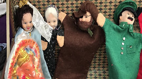 The weird dolls in da house
