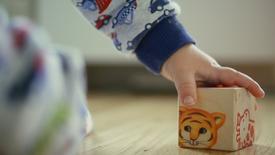 Deckel als Spielzeug - Kindernahrung