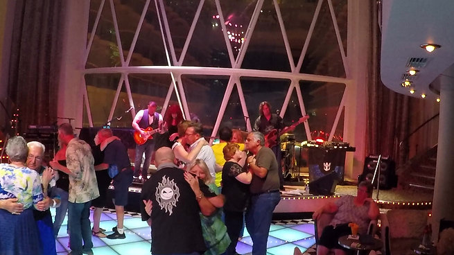 Royal Caribbean-Oasis Of The Seas-Dazzles Night Club-2017