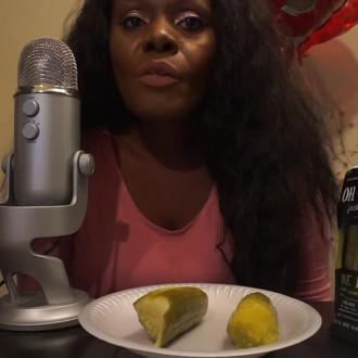 Pickle ASMR Eating Sounds 👅 Big Crunch😻 Intense
