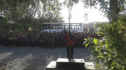 Kenská hymna počas ranného nástupu žiakov