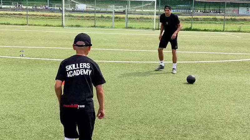 Spielnahe Übung auf dem Fußballplatz