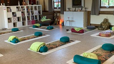Live Mittwochs Start 9:30 Yin Yoga Stunde (90 min.)