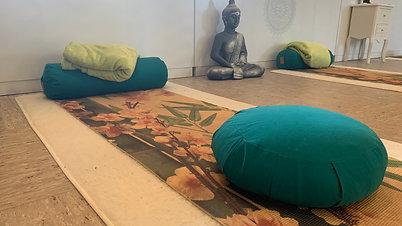 Live Donnerstags Start: 9:30  Hatha Yoga Stunde (90 min.)