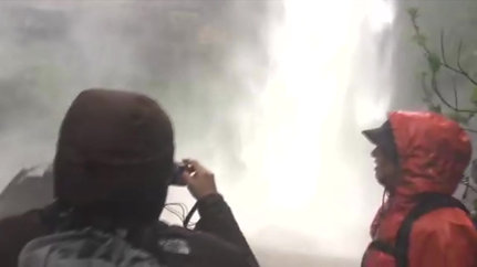 西表島フィールドガイド南風見ぱぴよん・ナーラの滝ツアー