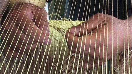 動力織中継六配表織機の糸替え